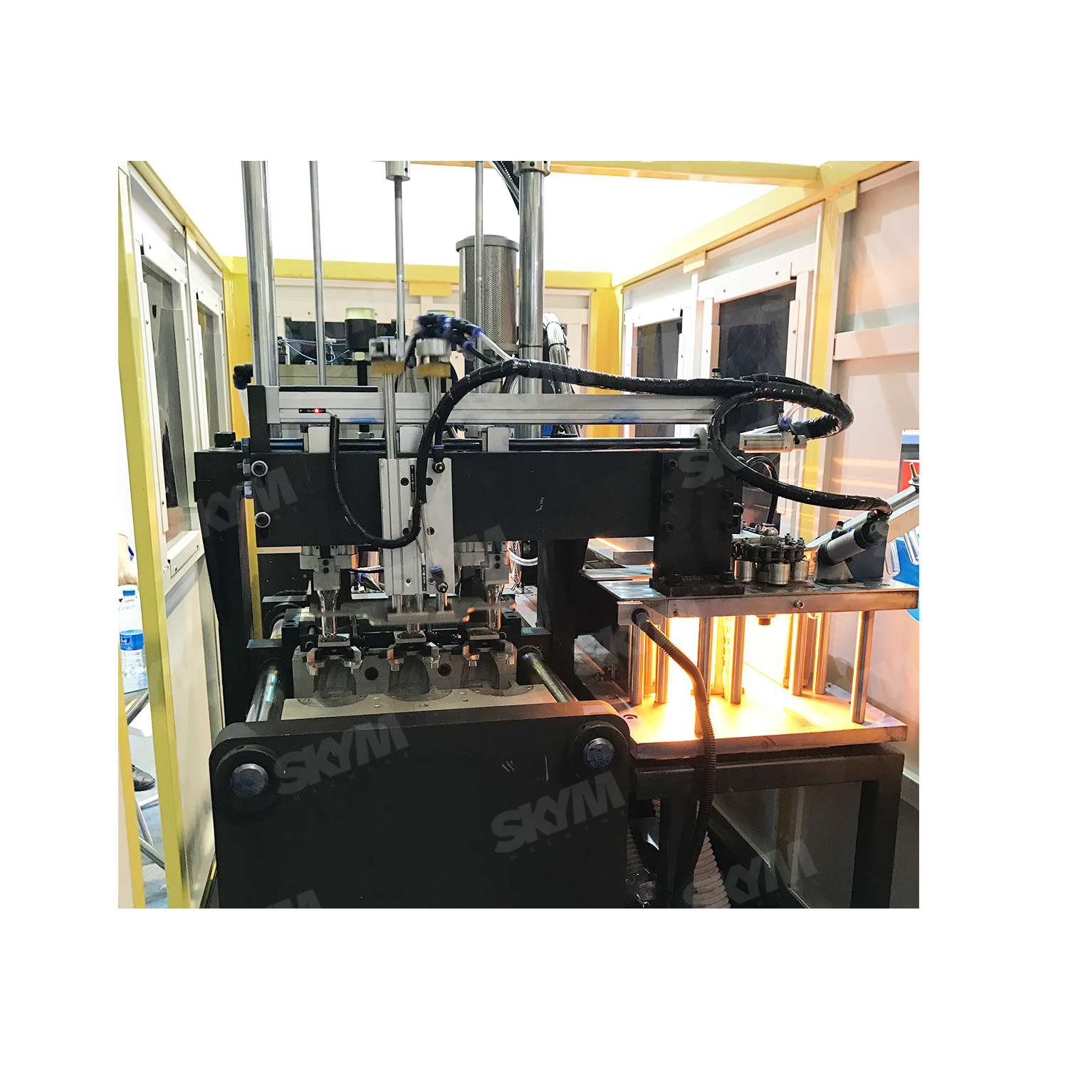 Low Energy 8 Cavity PET Bottles Blow Molding Machine