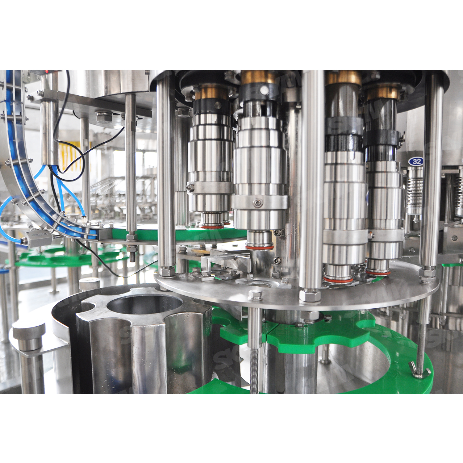 High Capacity 30000 Bottles One Hour Beverage Filling Machine